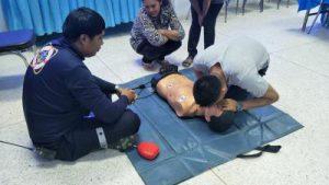 โครงการให้ความรู้และทักษะการช่วยเหลือผู้ป่วยฉุกเฉินและการช่วยพื้นคืนชีพแก่ประชาชนและ อปพร