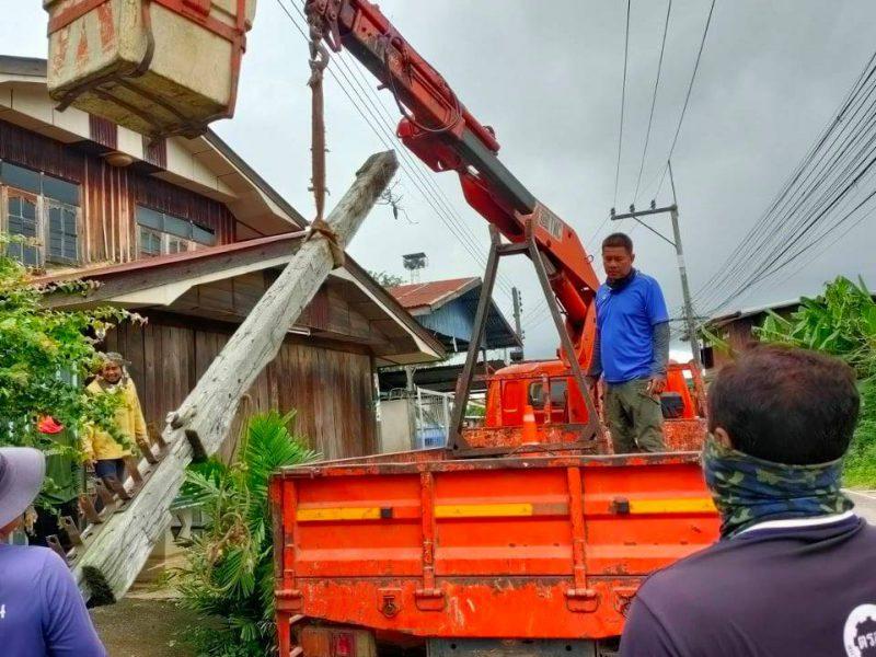 ลงพื้นที่เพื่อช่วยเหลือซ่อมแซมบ้านเรือนที่ถูกพายุในฤดูฝนทำให้เกิดความเสียหาย ณ หมู่ที่ 2 บ้านจระเข้หินและได้ร่วมกันทำความสะอาดจัดเตรียมสถานที่เพื่อทำฌาปณกิจศพ นายวิน อุ่นกระโทก